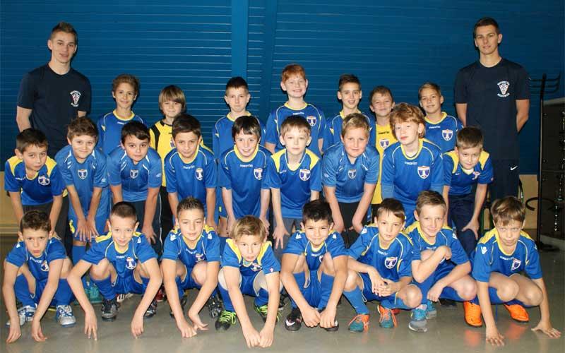 Selekcija Limača NK Samobora u sezoni 2015/2016. sa trenerima Filipom i Matijom Škvorcom.
