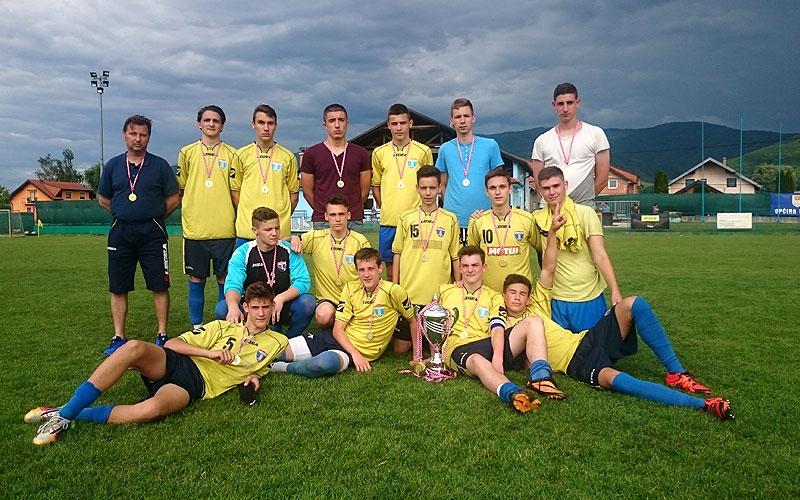 Selekcija Kadeta NK Samobora u sezoni 2015/2016. sa trenerom prof. Draženom Ivančevićem